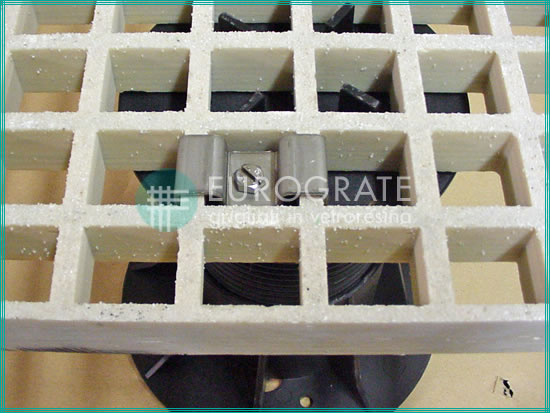 Gitterroste aus glasfaserverstärktem Kunststoff mit Stützfüßen