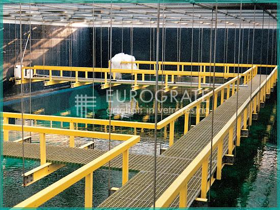 Selbsttragende Strukturen mit Gitterrosten und Laufstegen zum Schutz der Besucher eines Aquariums