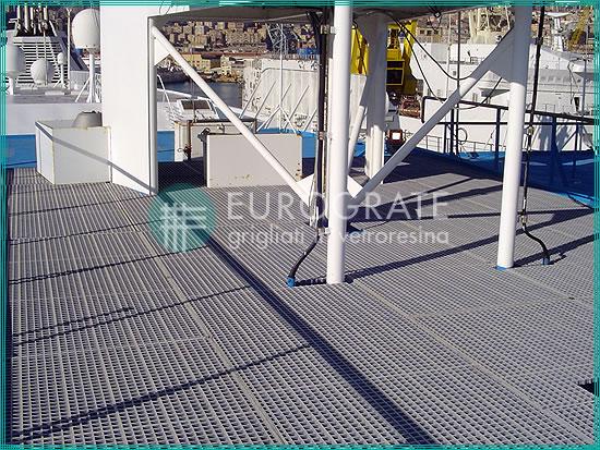 Gitterrostbodenbeläge für einen sicheren Zugang der Beschäftigten zum Schiff