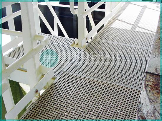 Steigleitern und Sicherheitsgeländer für die Schiffsbauindustrie