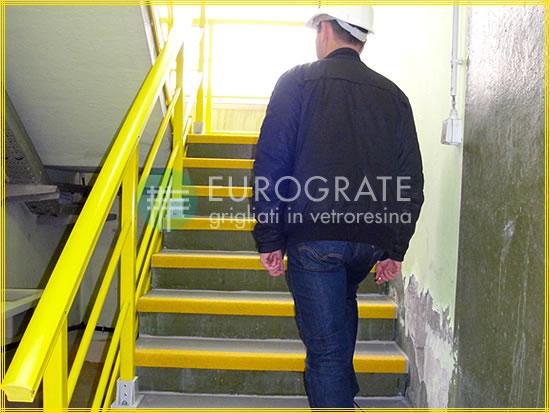 Stufenabdeckungen und Geländer für Anwendungen in der Industrie und im öffentlichen Sektor