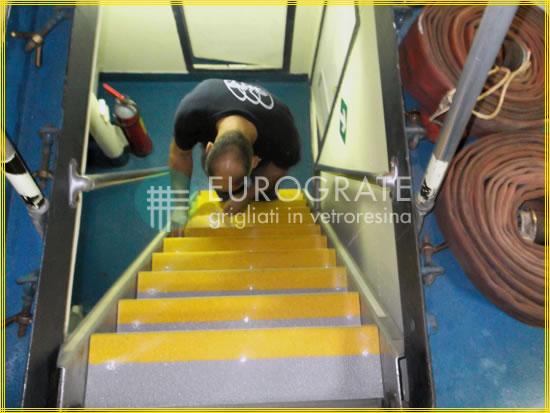 GFK-Stufenabdeckungen gewährleisten die Sicherheit auf Leitern