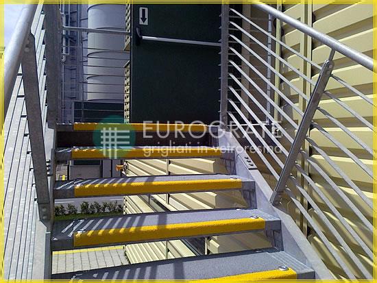GFK-Stufenabdeckungen auf Metallstufen