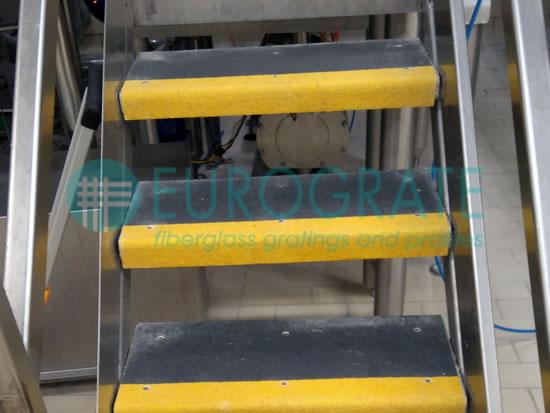 Stufenabdeckungen für die Sicherheit auf Metallstufen